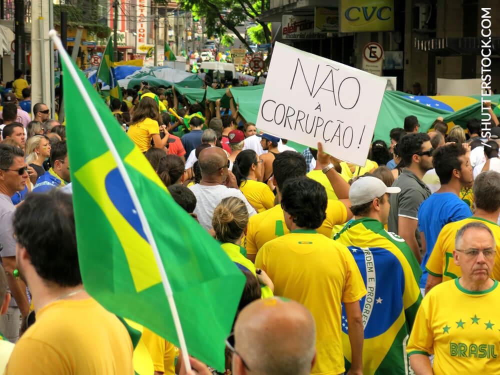 O Brasil não acabou e foi pra rua