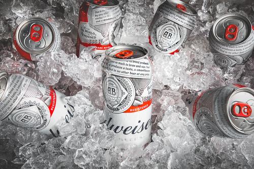 ABEV3: compre ações da Ambev e tenha cerveja como renda